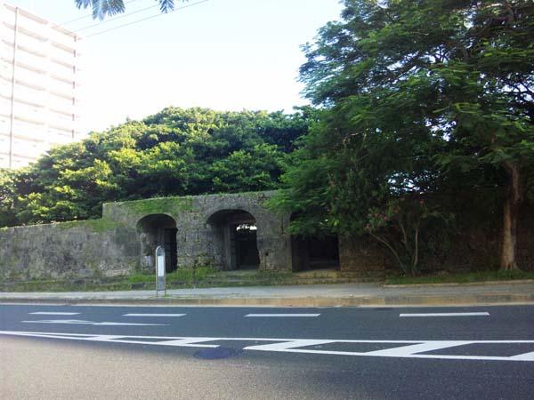 崇元寺石門の正面