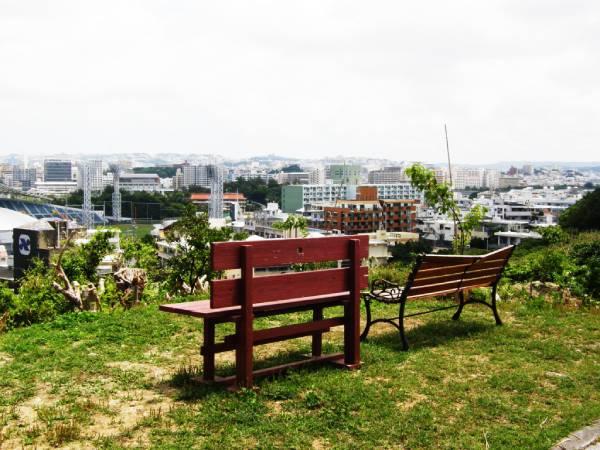 ガジャンビラ公園のベンチ