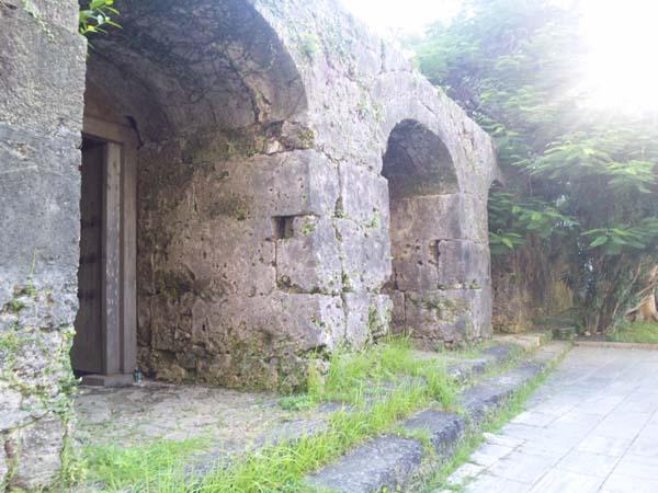 崇元寺石門のアーチ