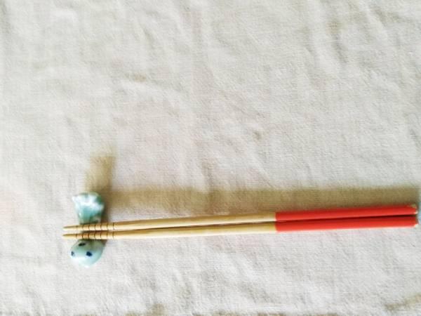 うちな~んちゅも知らない?なぜ沖縄のお箸が赤と黄色なのか